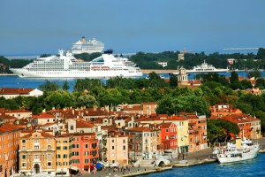 cruise-ship-in-venice
